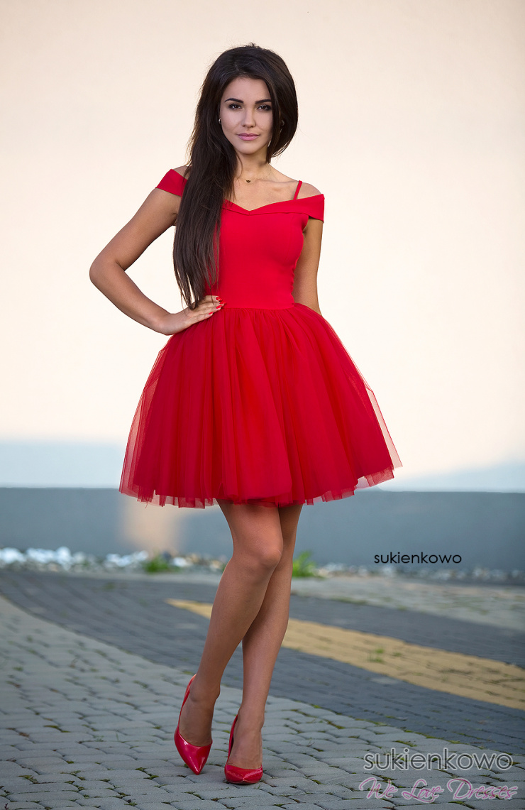 SCARLET Rozkloszowana sukienka bez ramion z tiulem soczysto czerwona